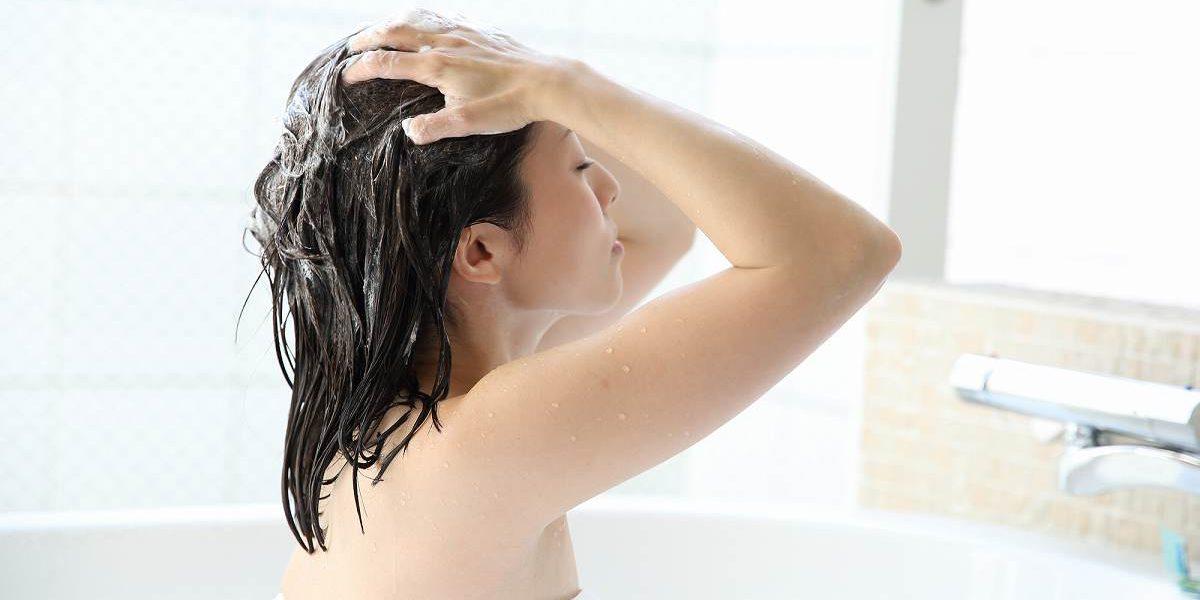 髪に優しいシャンプーの洗い方とは?美しい髪の保ち方を解説
